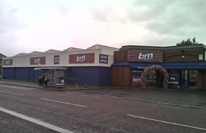 b m lifestyle bargains in belfast as new b m store opens. Black Bedroom Furniture Sets. Home Design Ideas
