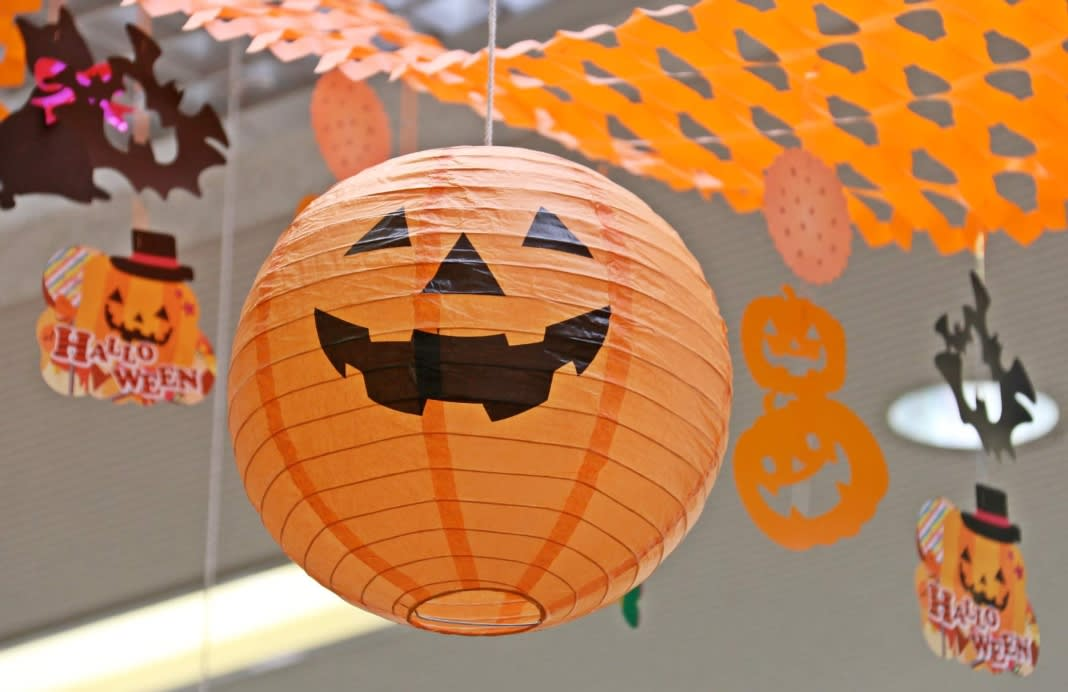 B M Lifestyle 5 Cheap Halloween Decorations You Can Make Yourself