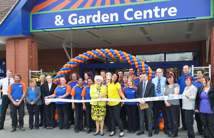 B&M Opens Second Swindon Store With Help