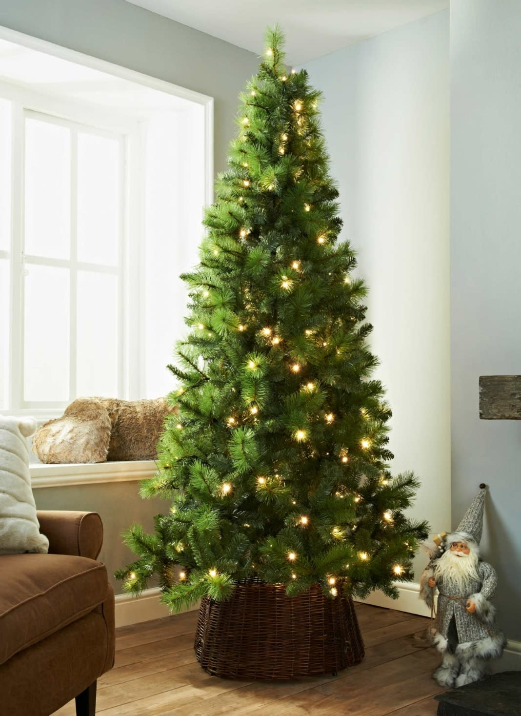 deluxe-sherwood-pre-lit-christmas-tree-7ft1