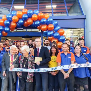B&M Bexhill store being opened by the Mayor Councillor Maurice R Watson and Angie Sen who received £250 worth of vouchers on behalf of St Michaels Hospice.
