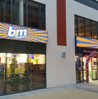 The entrance to B&M Orpington.