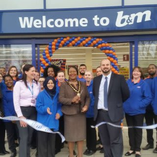 B&M Beckton being formally opened by the Councillor Joy Laguda, MBE and Richard House Hospice who gratefully received £250 worth of B&M vouchers