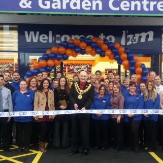 B&M Bodmin being formally opened by the Mayor of Bodmin, Councillor Lance Kennedy.