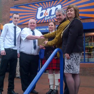 The Berwick store being opened by the Mayor of Berwick, Councillor Isabel Hunter along with representatives from the food bank charity who have received £250 of B&M vouchers.