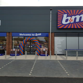 B&M's latest store opened in the Clifton Triangle (Nottingham). Located on Green Lane, the B&M Home Store will provide a wide range of homewares, groceries, toys, DIY and much more for the local community.