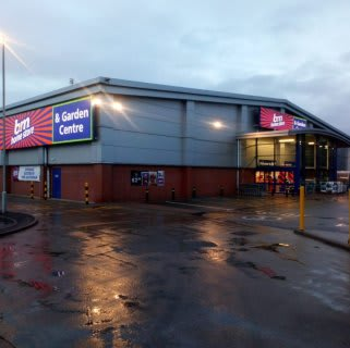 B&M's newest store opened its doors on Saturday (16th November 2019) in Market Drayton. The B&M Store is located near to the town centre on Towers Lane.