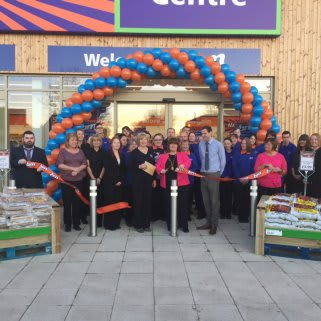 B&M Stenhousemuir was opened by Local Deputy Provost Ann Richie, who accepted an invitation to cut the ribbon.
