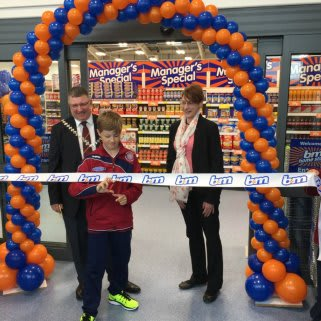 Linlithgow's brand new, relocated store was opened by the Provost Jim Carlin and a local boys football team, who cut the ribbon on a fantastic day for B&M.