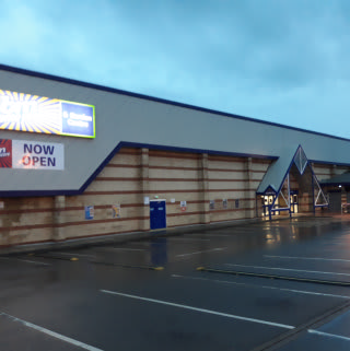 B&M's newest store opened its doors in Chippenham on Saturday (24th September 2018). The B&M Home Store is located at Hathaway Retail Park.
