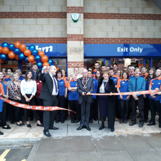 Local mayor Councillor Andy Phillips & Mayoress Nina Phillips cut the ribbon at B&M's brand new store opening at Hathaway Retail Park, Chippenham.