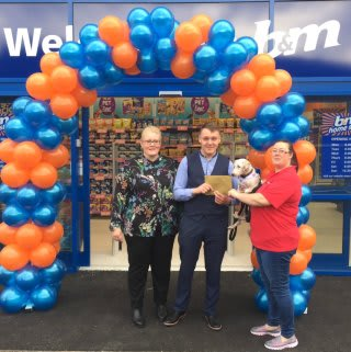 Layla and Cotton, representatives from local charity Pennine Pen were B&M Chadderton's VIP guests. The charity gratefully received £250 worth of B&M vouchers, as a thank you for taking part.