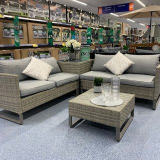 B&M's brand new store in Hunslet stocks a huge range of Garden Furniture; everything from patio and dining sets, to hammocks, swing chairs and much more!