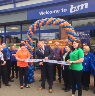 Mayor, Councillor Davin Bain is joined by representatives from Towcester Youth Charity who cut the ribbon at the opening ceremony of the new B&MTowcester store