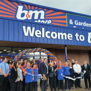 B&M Inverness was opened by the Lady Provost of Inverness Helen Carmichael. She received £250 worth of B&M vouchers for her local charity.