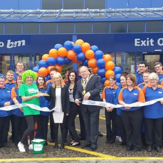 Dundee Store being opening by opened by the Lord Provost Bob Duncan and Susan Smyth from MacMillan Cancer Research received £250 worth of B&M Vouchers.