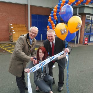 Staff at the new Oswestry B&M Store on the Penda Retail Park welcome Councillor Peter Cherrington, Mayor of Oswestry who officially opened the store.