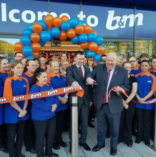 Mayor of Liverpool, Councillor Joe Anderson was at B&M's new store on Great Homer Street to cut the ribbon.