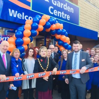 B&M's new Hitchin store was opened by Vice Chairman, Cllr Jean Green who cut the ribbon at the opening ceremony.