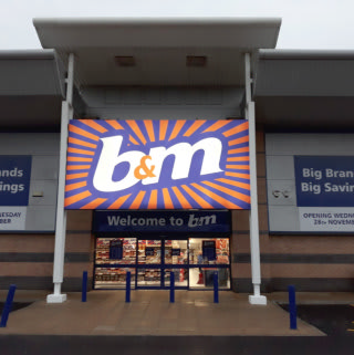 B&M's latest store opened its doors at Kingsway Retail Park, Rochdale on Wednesday (28th November 2018).