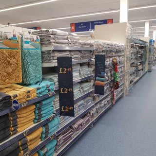 B&M's brand new store in Breightmet stocks a great range of bathroom products, including bathmats, towels, shower curtains and accessories.