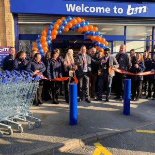 Store staff celebrated the official opening of their new store in Kirkby-in-Ashfield on Wednesday (27th February 2019), cutting the ribbon on another new B&M store.
