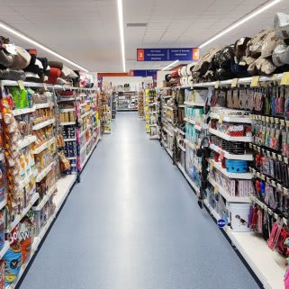 B&M's brand new store in Heywood stocks an amazing and ever-changing pet range, from dog and cat food to toys and pet bedding.