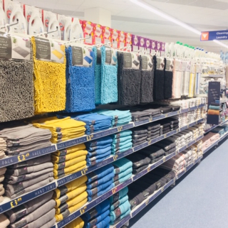 B&M's brand new store in Wolverhampton stocks a huge selection of bathroom textiles, from bath mats and pedestal mats, bath towels, bath sheets and matching hand towels.