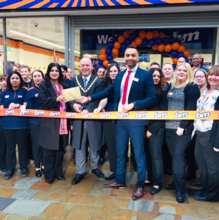 Store staff at B&M's new store in Wolverhampton were delighted to welcome Deputy Mayor Greg Brackenridge who cut the ribbon to officially open the store. Local charity Base 25 joined the mayor as special guests for the morning, receiving £250 in B&M vouchers as a thank you for their hard work in the community.