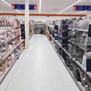 B&M's brand new store in Cowdenbeath stocks a stunning range of soft furnishings for the home, including cushions, covers, throws, blankets and more!