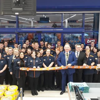 Store staff at B&M's new store in Cowdenbeath were delighted to welcome Lord Provost Jim Leishham who cut the ribbon to officially open the store.