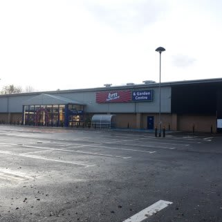 B&M's newest store opened its doors on Wednesday (13th November 2019) in Brecon. The B&M Store is located near to the town centre at Brecon Enterprise Park.