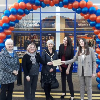 Store staff at B&M's new store in Brecon were delighted to welcome local mayor, Councillor Ann Mathias and representatives from local charity Brecon Food Bank.