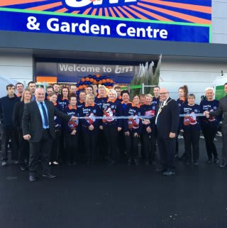 Mayor of Featherstone, Cllr Steve Vickers was invited by the store team to cut the ribbon on the new B&M Featherstone.