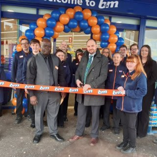 Store staff at B&M's new store in Prestonpans invited representatives from The Scottish Battlefield Trust to cut the ribbon to officially open the store. The charity received £250 in B&M vouchers as a thank you for their continued hard work in the community.