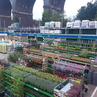 B&M's brand new store in Kidderminster (Spennells) boasts an extensive Garden Centre range; everything from fencing and aggregate, to planters and sheds.