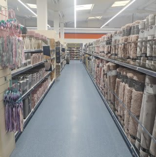 B&M's brand new store in Kidderminster (Spennells) stocks a stunning range of soft furnishings for the home, including cushions, rugs, throws, blankets and more!