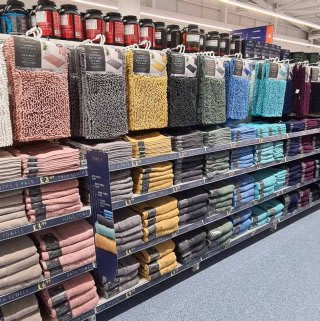 B&M's brand new store in Lisburn stocks a huge selection of bathroom textiles, from bath mats and pedestal mats, bath towels, bath sheets and matching hand towels.