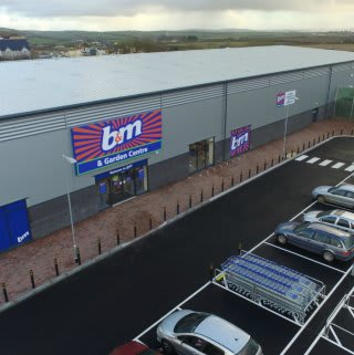 B&M opened its latest store in Bude on Wednesday. Boasting 20,200 sqft of sales space, and a 6,208 sqft Garden Centre, the new B&M is located at Binhamy Retail Park in the Cornwall town.