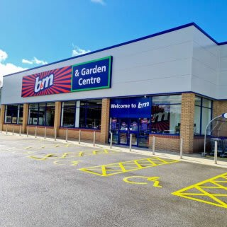 B&M's newest store opened its doors on Wednesday (26th August 2020) in Doncaster. The B&M Store is located near to the town centre at Lakeside Village Outlet Shopping.