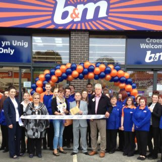 B&M Welshpool was officially opened by Rosanne Corfield from local charity Heulwen Trust, who also gratefully received £250 worth of B&M vouchers