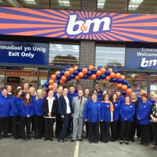 The new store colleagues at B&M Welshpool eager to start their first day.