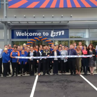 B&M's new store in Strood, located on Strood Retail Park, Commercial Road was opened by Local Mayor, David Wildey and his wife Denise.