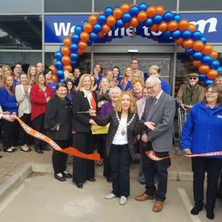 B&M's new store in Daventry was officially opened by local Mayor Councillor Lynne Taylor.