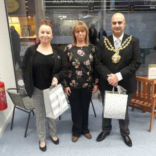 The new B&M store in Spindles Shopping Centre, Oldham invited Mayor, Councillor Shadab Qumer and representatives from local charity Dr Kershaw's Hospice. The latter received £250 worth of B&M vouchers as a thank you for opening the store.
