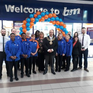 Oldham Mayor, Councillor Shadab Qumer opened the brand new B&M store located at Spindles Shopping Centre.