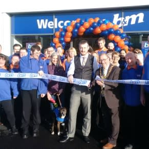 Councillor Alan Emerson was present at the store opening at Pallion Retail Park to officially open the B&M store.
