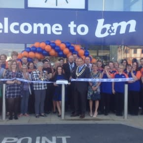 B&M welcomes Mayor of Stowmarket, Councillor Barry Humpheys to their latest store opening in the town. The Mayor kindly cut the ribbon on the new B&M Bargains store on Milton Road South.