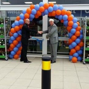 Chairman Councillor Stephen Dickens opens the new B&M Home Store in Willowbreck Road, Northallerton.
