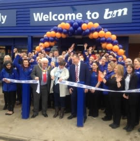 B&M's latest store was opened by special guest, Mayor Paul Pegg.